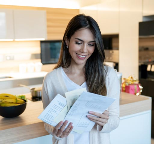 tile-azl-woman-looking-at-mail